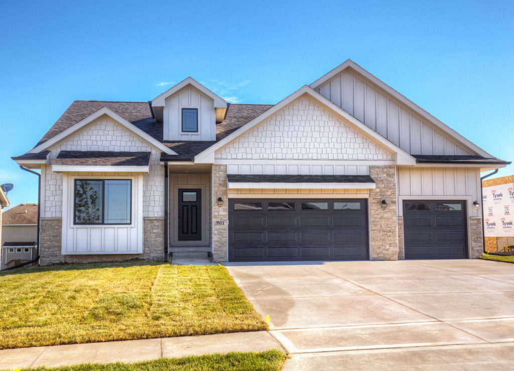 The lansing ranch floor plan ccs homes des moines for Iowa home builders floor plans